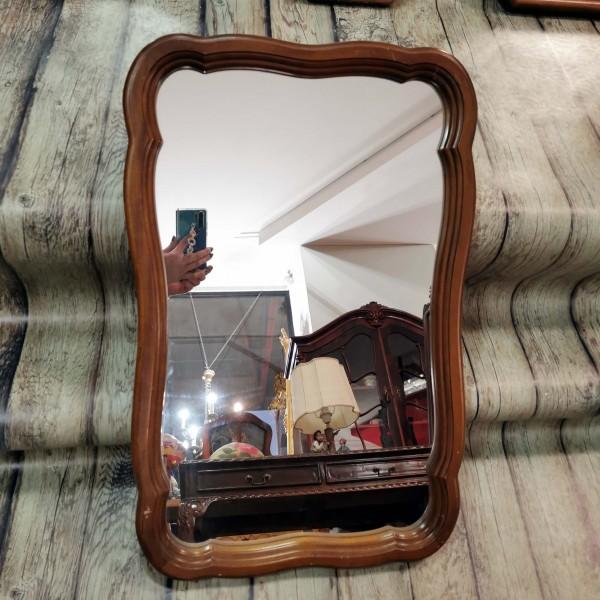 Стенно огледало с извити форми