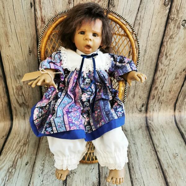 Испанска порцеланова кукла с ратаново столче