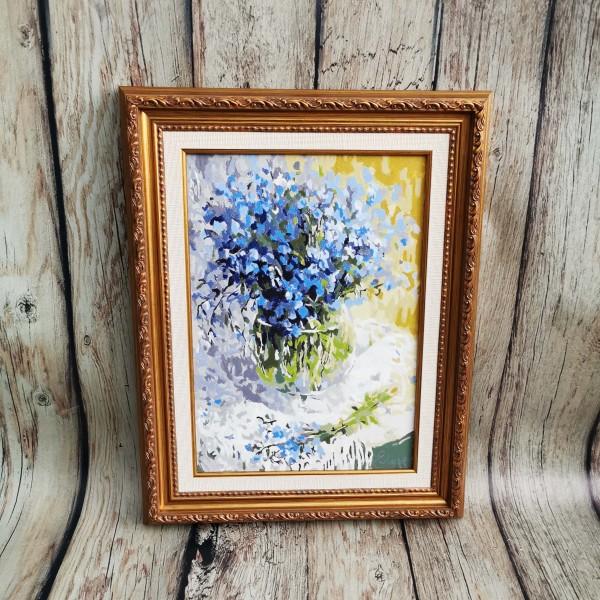 Натюрморт със сини цветчета