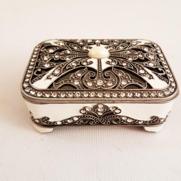 Метална кутийка за бижута