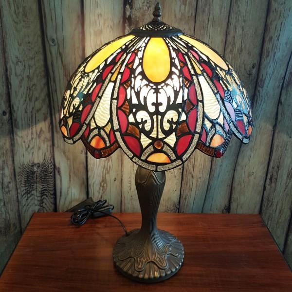 Настолна лампа в стил Тифани