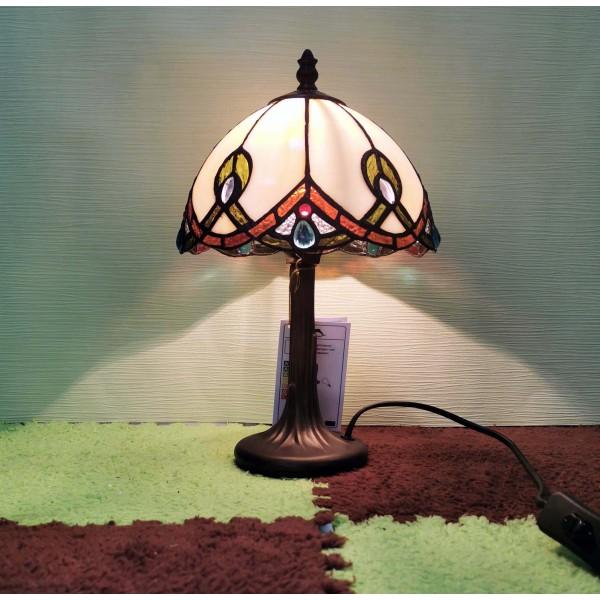 Витражна настолна лампа в класически стил