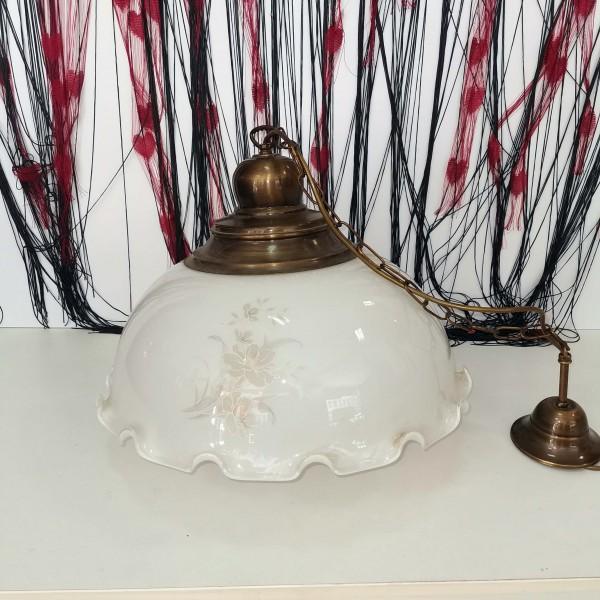 Бяла стъклена лампа за таван