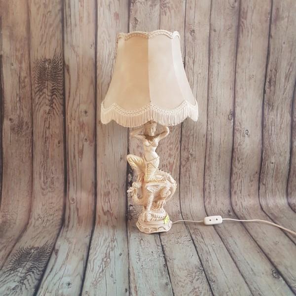 Азиатска настолна лампа