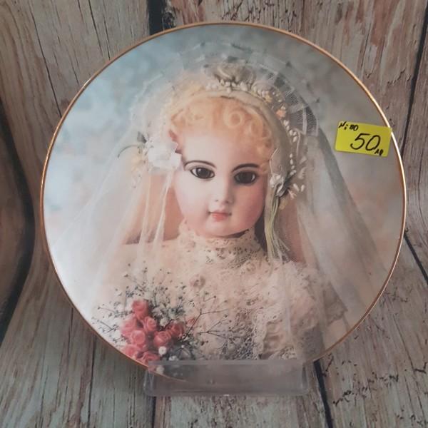 """Декоративна чиния за стена """" Портрет на Бригита"""""""