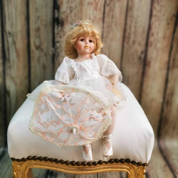 Колекционерска порцеланова кукла - балерина Леонардо