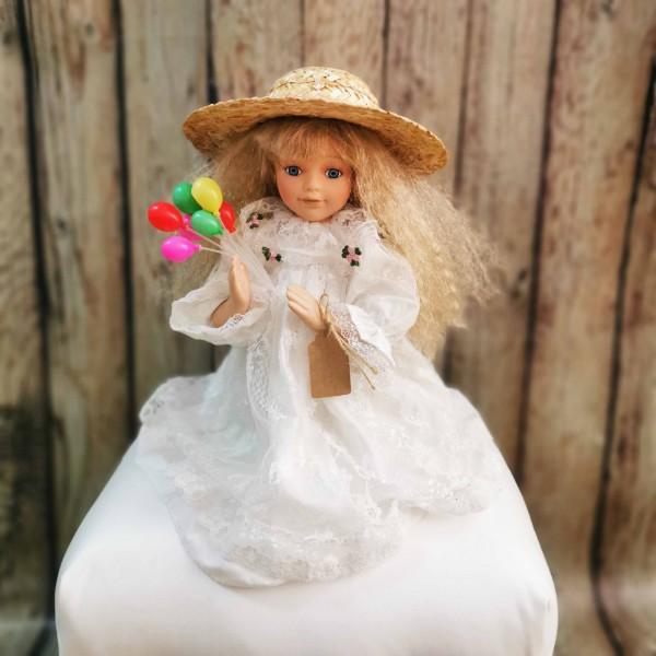 Колекционерска порцеланова кукла с бяла рокличка
