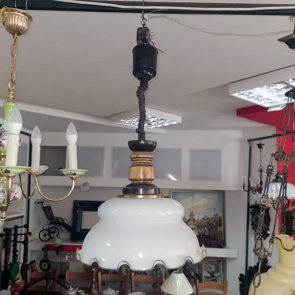 Лампа с асансьорен механизъм