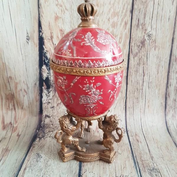 Яйце порцелан и бронз в кралско червено