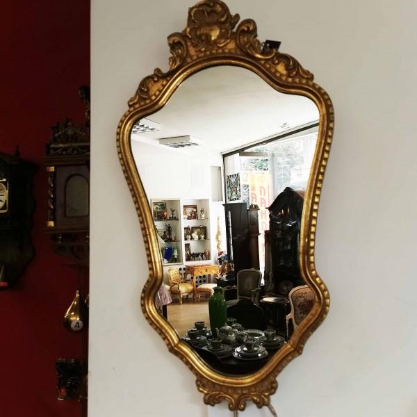 Красиво бароково стенно огледало