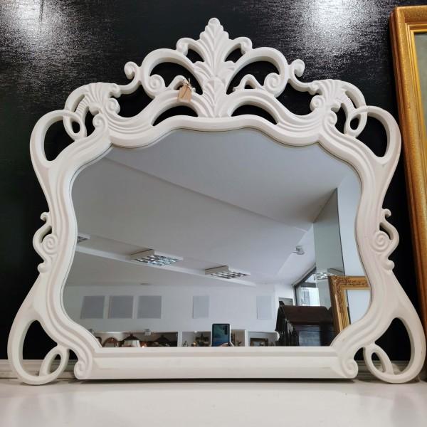 Бяло дървено огледало