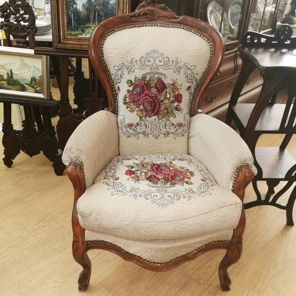 Голям фотьойл с гобленова дамаска