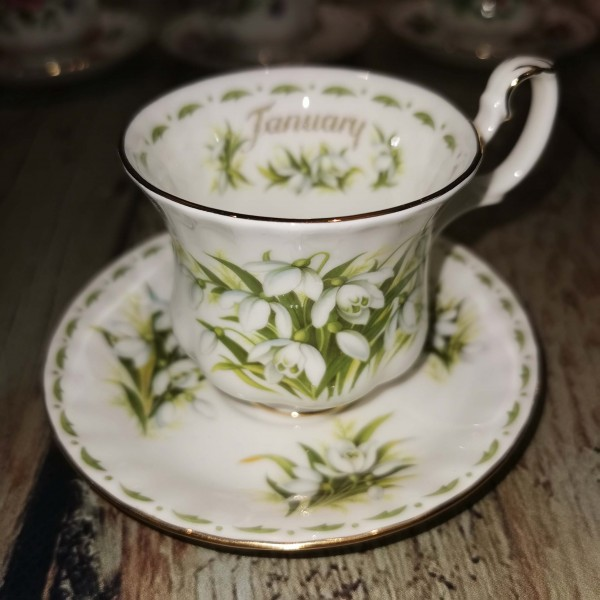 Сервиз за чай Роял Албърт, Цвете на месеца