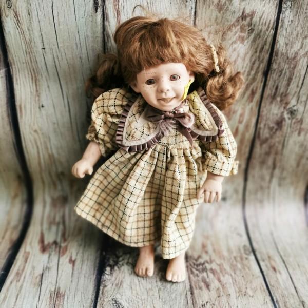 Порцеланова кукла с лунички