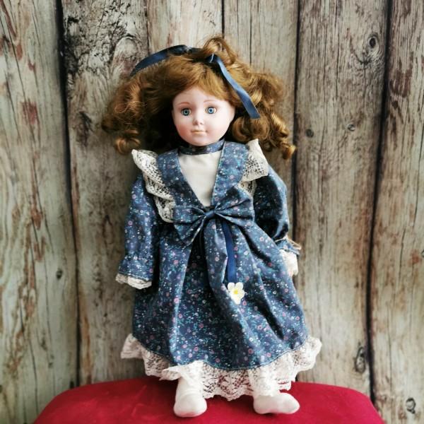 Порцеланова кукла с панделка