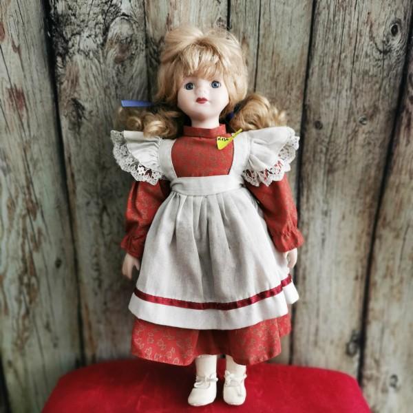 Порцеланова кукла с червена рокличка