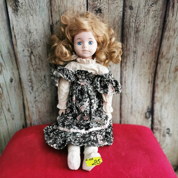 Порцеланова кукла с руса коса