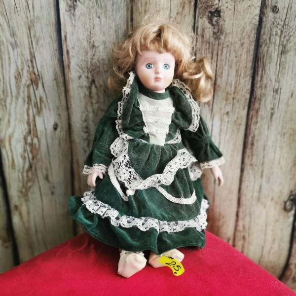 Порцеланова кукла със зелена рокличка