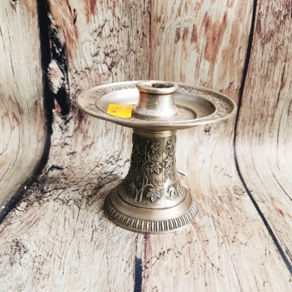 Метален свещник с орнаменти