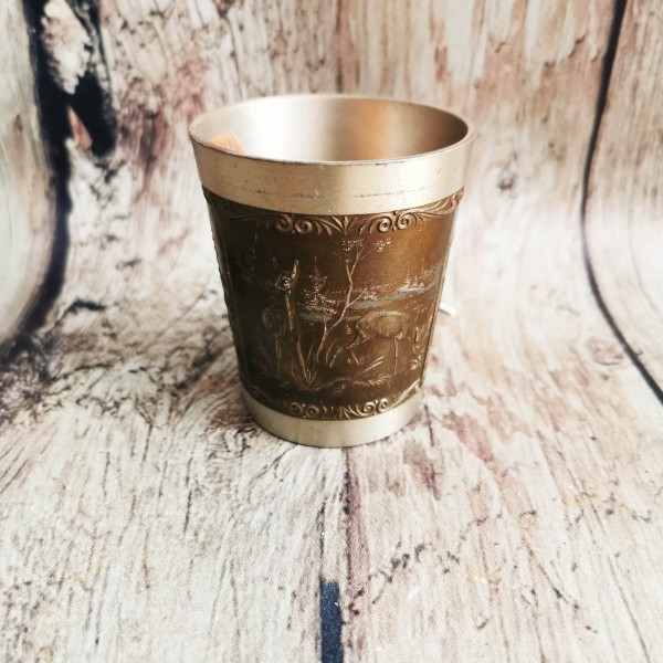 Метална чаша с орнаменти