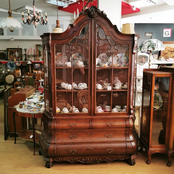 """Старинна витрина  """"Луи XV"""""""